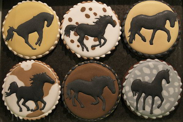 silhouettes de chevaux